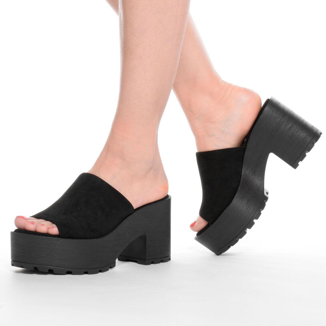 2343819de45b Női fekete magas talpú művelúr papucs - NŐI PAPUCS - Női cipő ...
