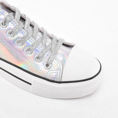 Ezüst színű hologramos lakk tornacipő