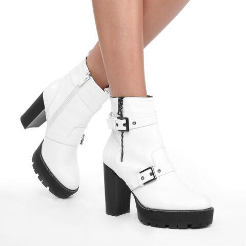 Fehér női műbőr magassarkú bokacsizma