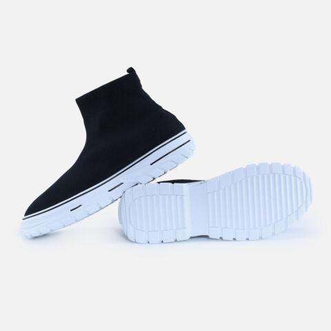 Fekete fehér magasszárú feliratos zoknicipő