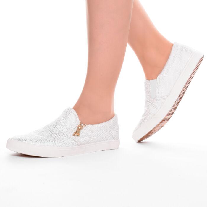 40b62c3c55 Női fehér színű slip-on utcai cipő - SLIP-ON - Női cipő webáruház ...