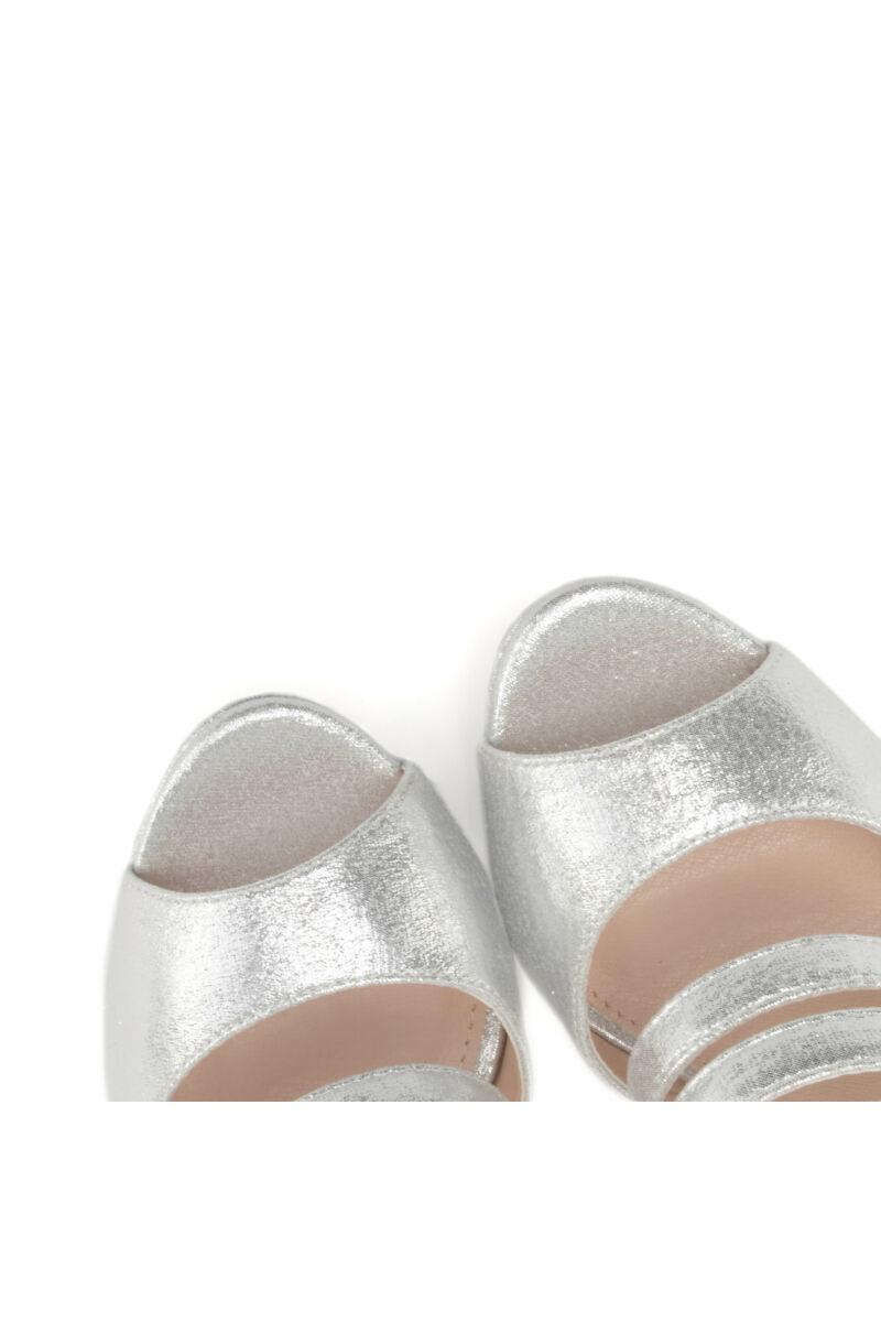 Ezüst színű női műbőr magassarkú szandál