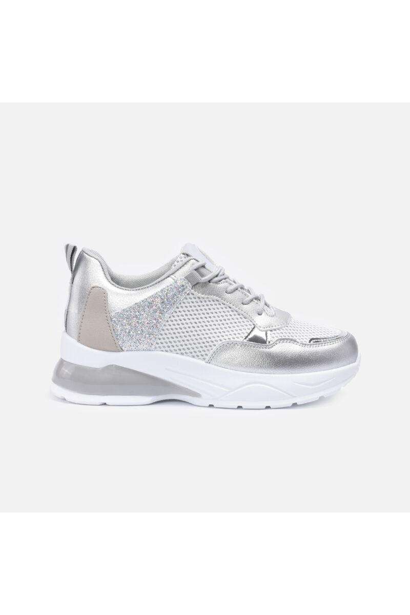 Vastag talpú cipő csillámos betéttel