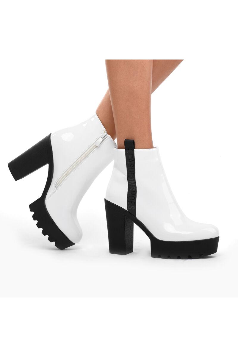 Fehér női lakk magassarkú bokacsizma
