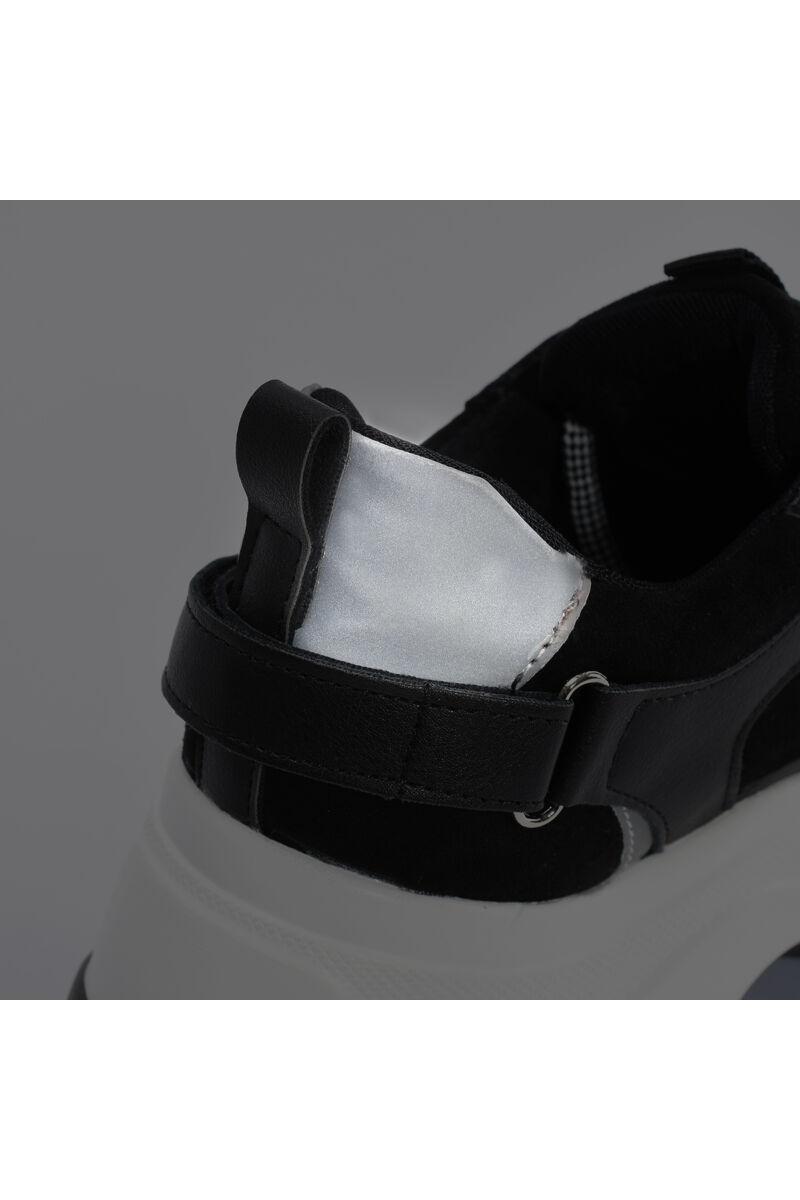 Fekete magastalpú letisztult Utcai cipő