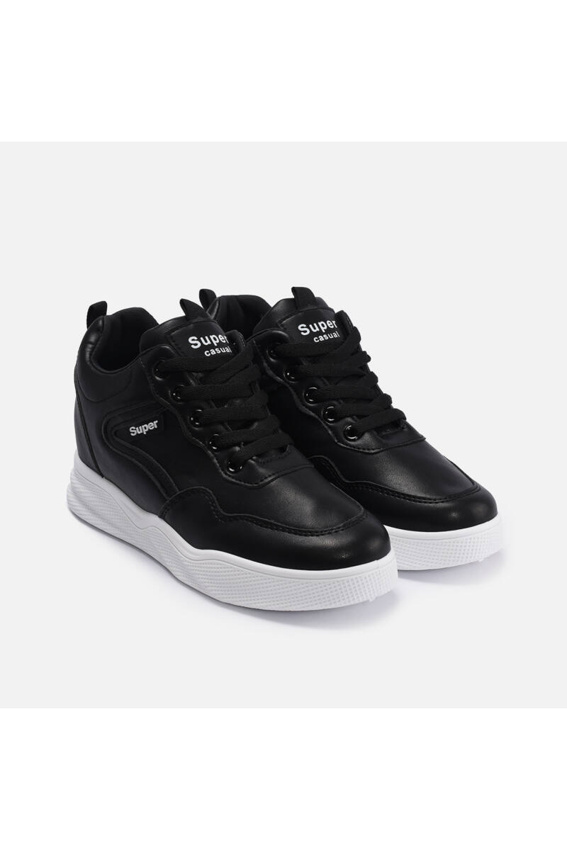 Fekete Alapon Fehér Feliratú Női Utcai Sportcipő