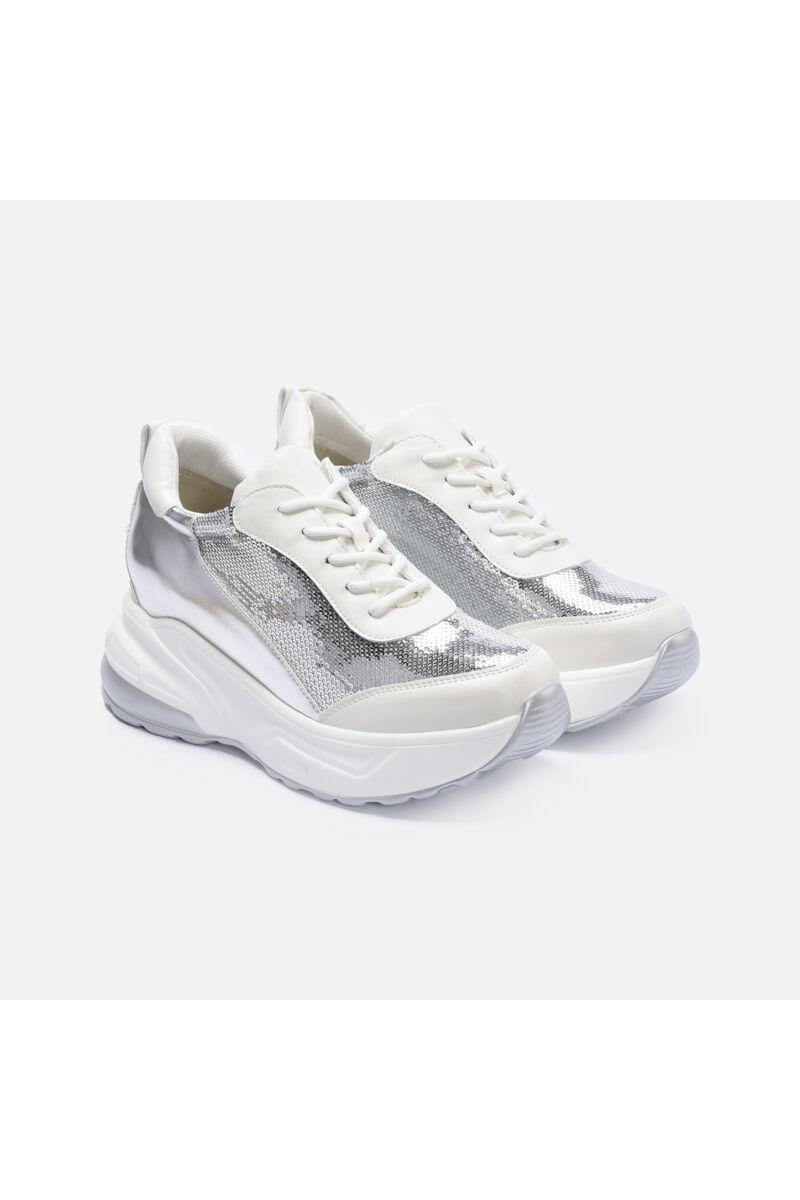 Flitterrel díszített vastag talpú fehér cipő