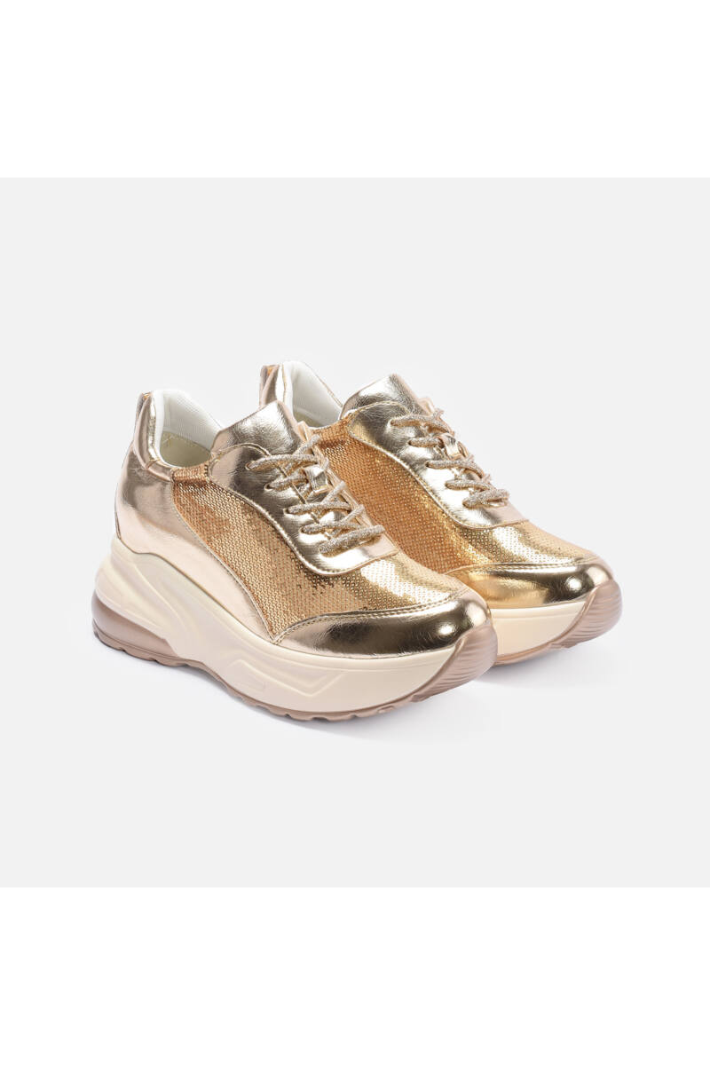 Flitterrel díszített vastag talpú arany színű cipő
