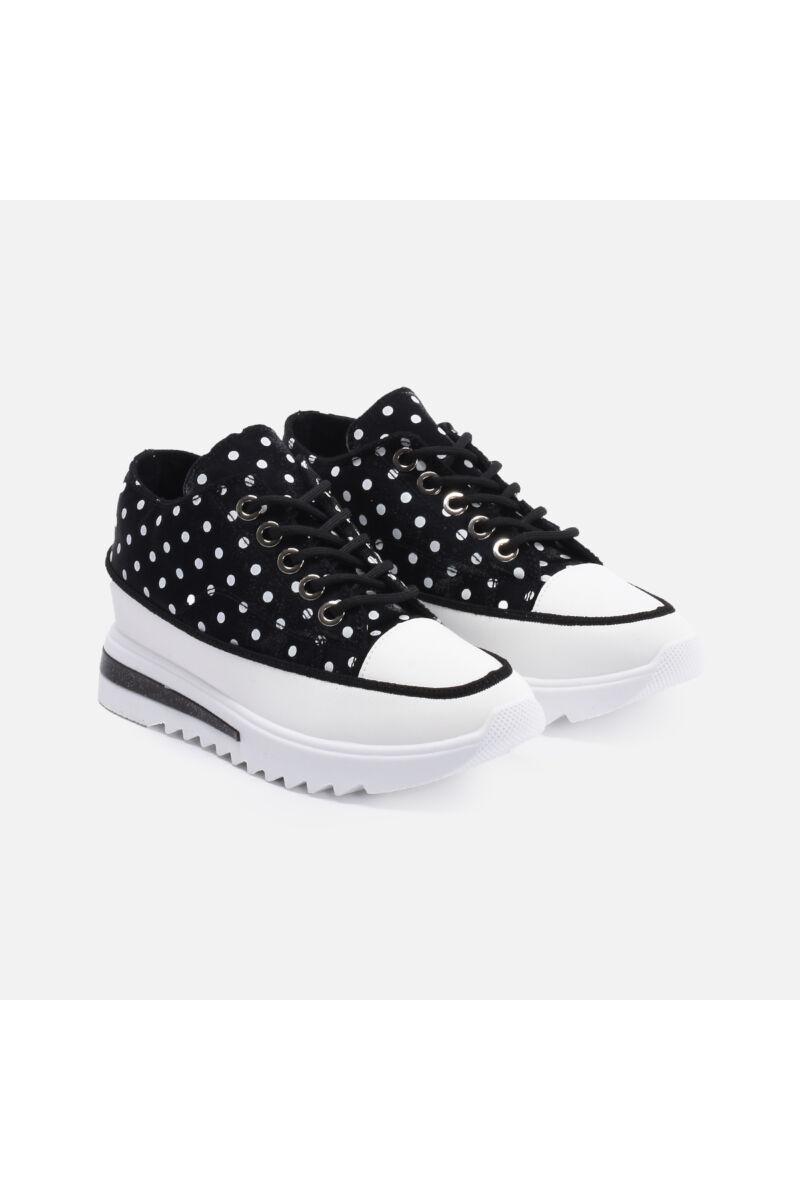 Pöttyös fekete utcai cipő