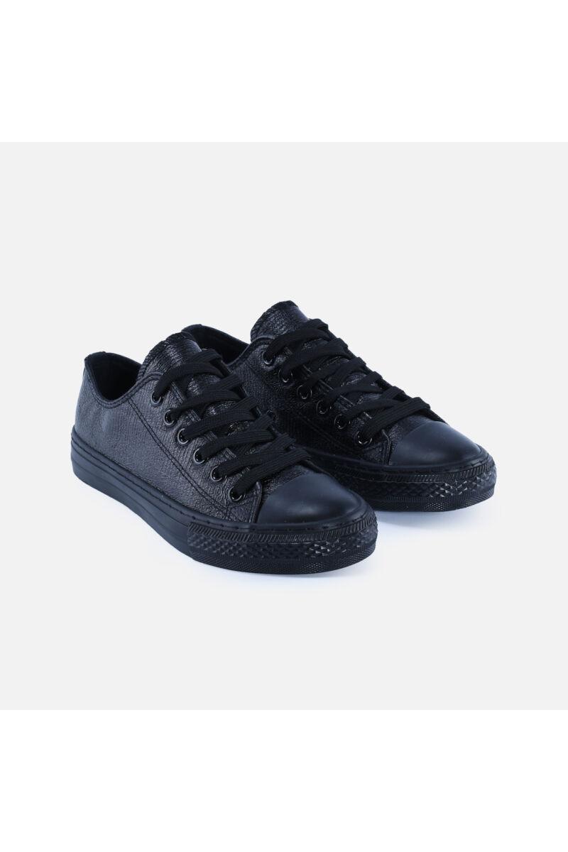 Fekete színű rövidszárú tornacipő