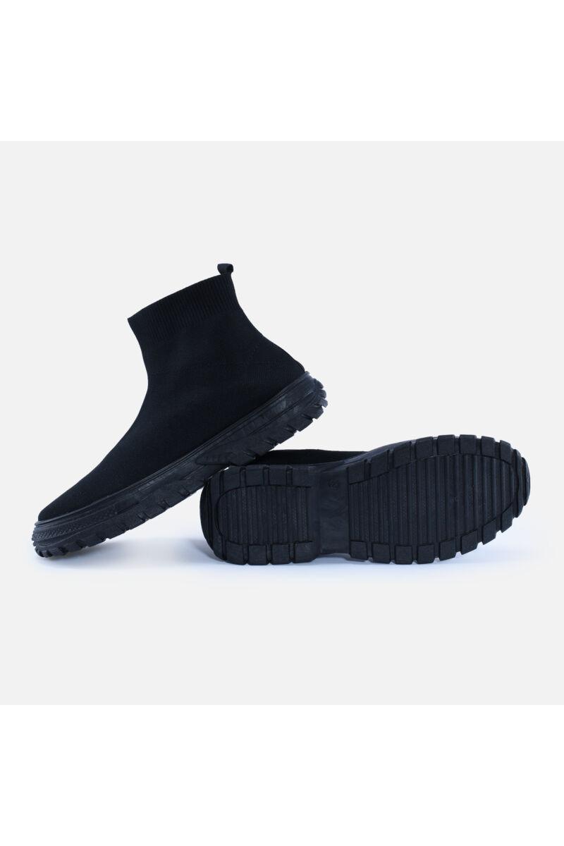 Teljesen fekete magasszárú feliratos zoknicipő