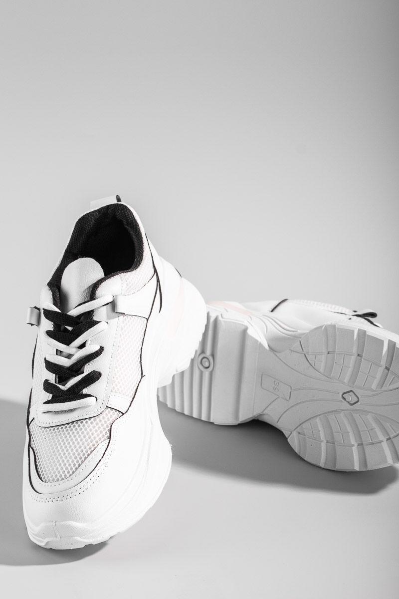 Fehér magasított sarkú dupla fűzős utcai cipő