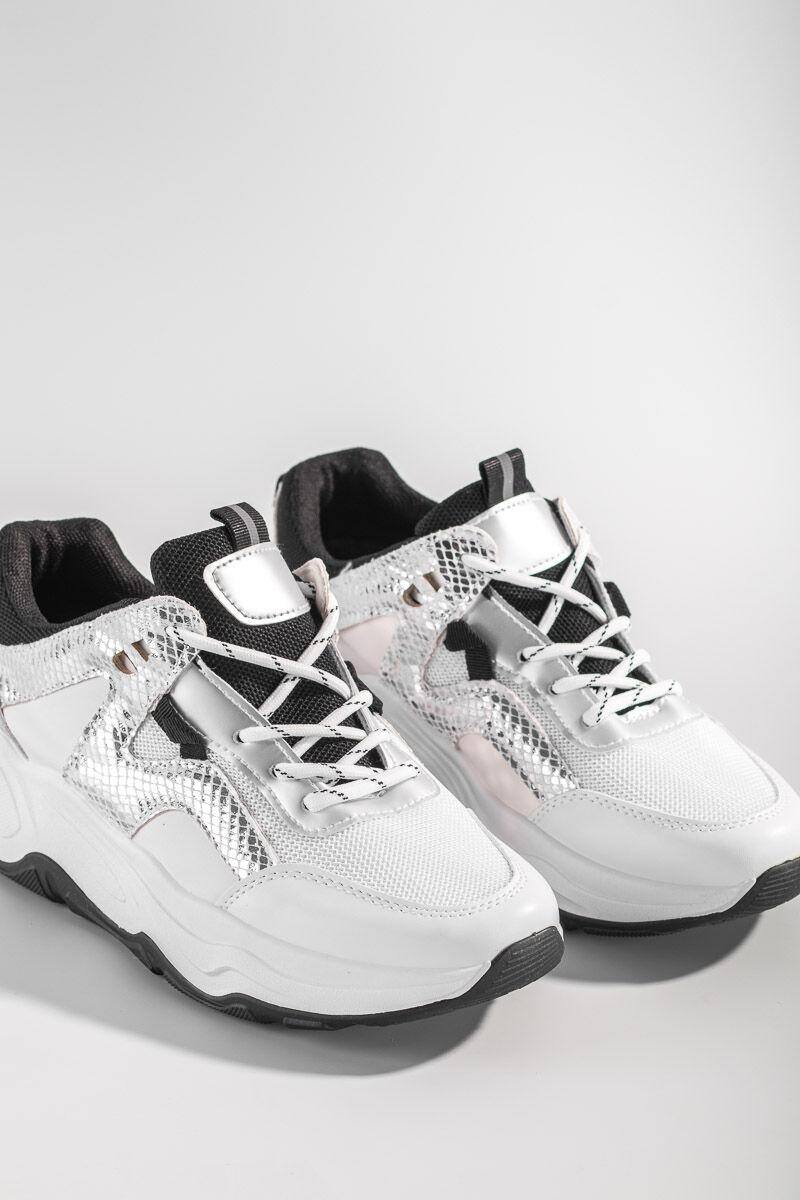 Fehér divatos kígyóbőrmintás utcai cipő