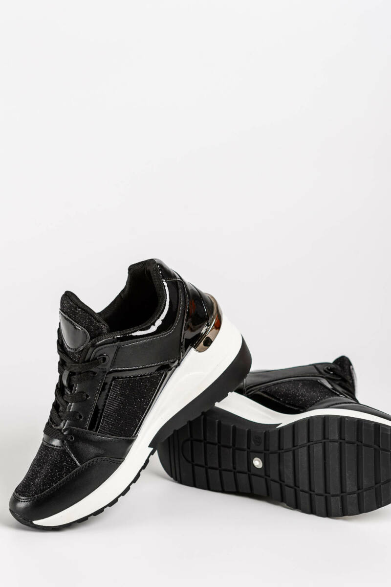 Fekete Műbőr/PVC Női Sneaker Rejtett Sarokkal