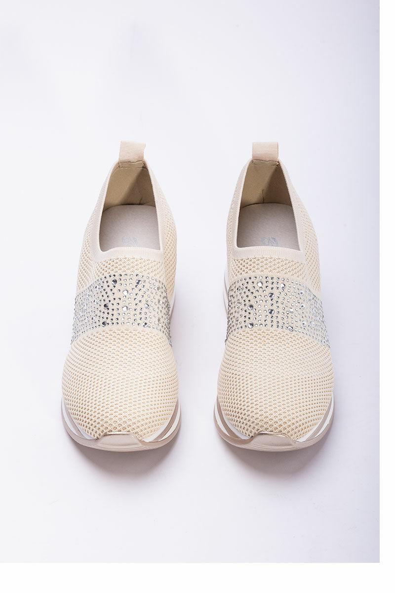 Bézs belebújós gyöngyös hálós rejtett magassarkú utcai cipő