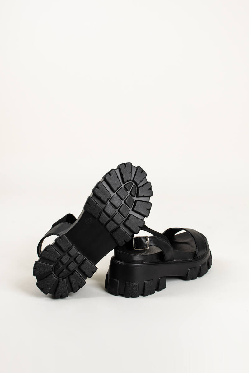 Fekete Gumis Platform Lakkozott Pántú Papucs Csattal