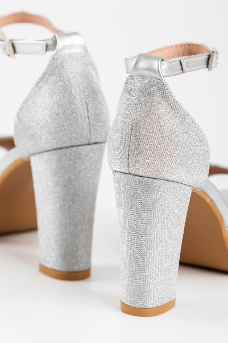 Csillogó Ezüst Színű Textil Borítású Női Magassarkú Alkalmi Szandál