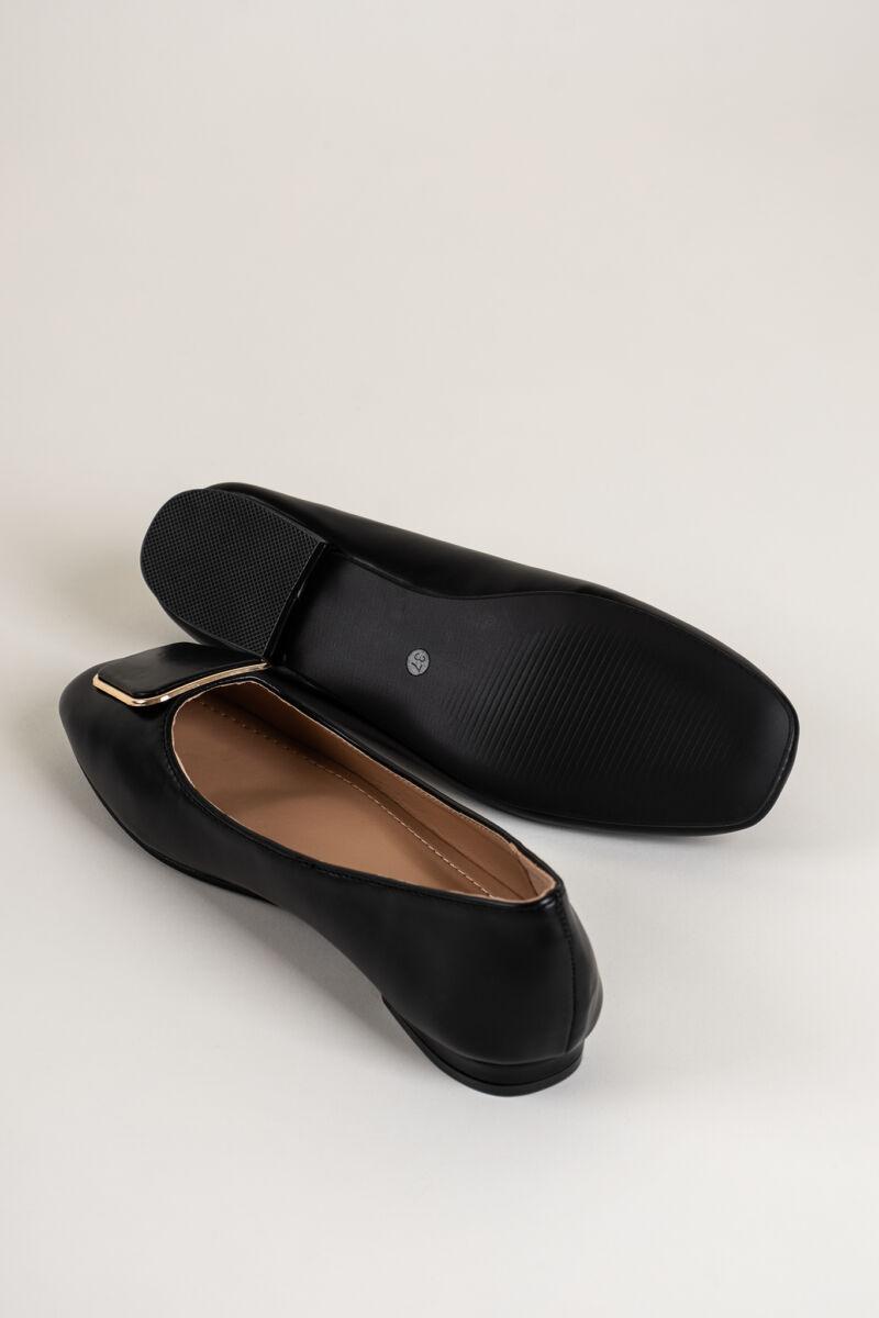 Fekete Műbőr Balerina Cipő Csatt Dísszel
